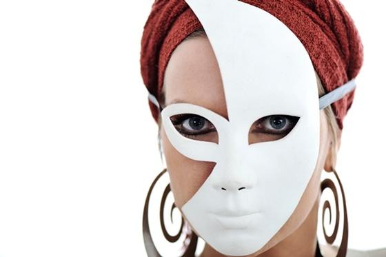 Przebarwienia skóry- twarz ukryta pod maską