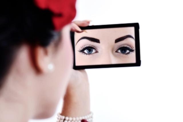 Oczy w lustrze - Plamy i przebarwienia